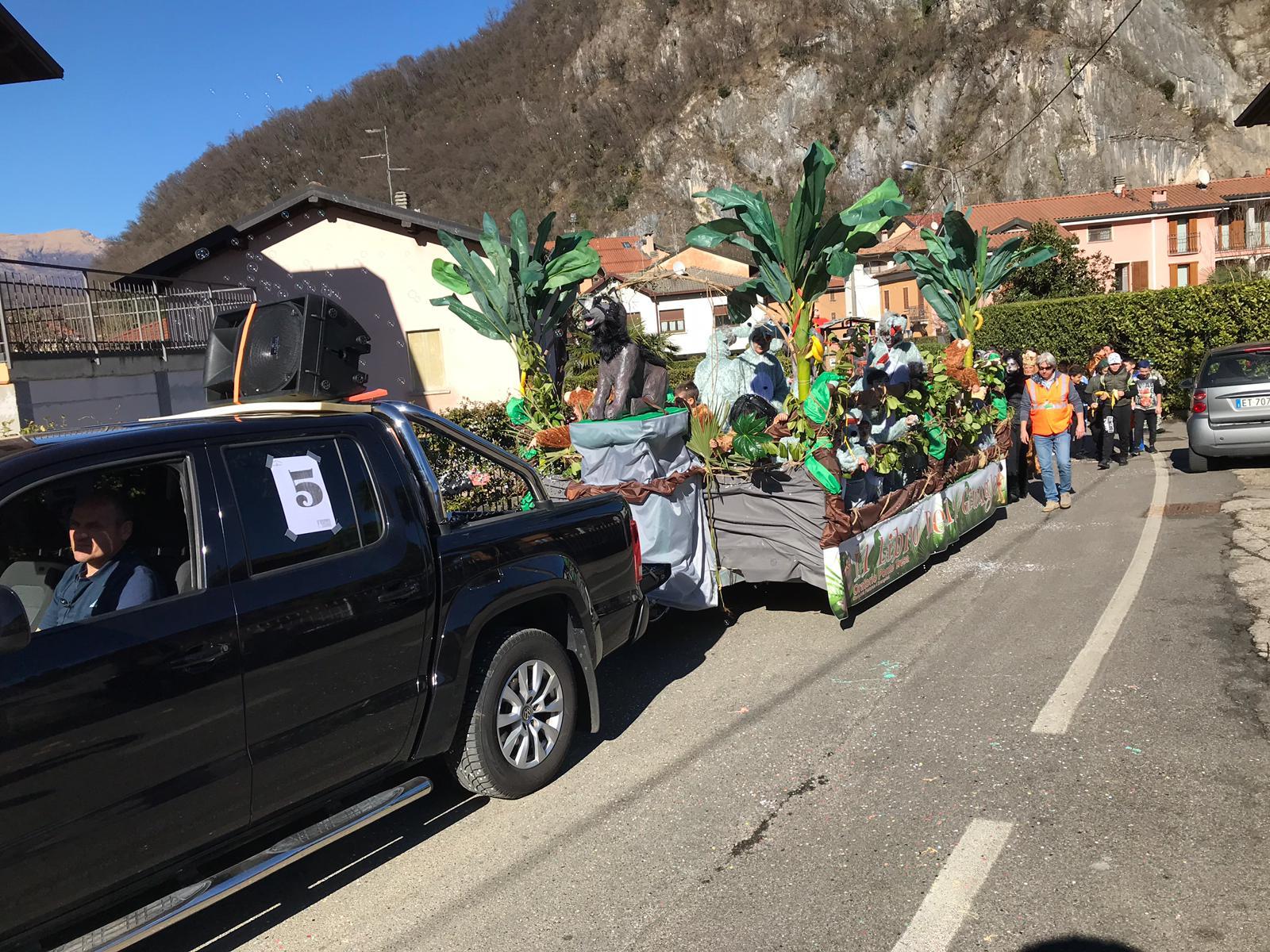 Grande successo per il Carnevale Tresiano, una marea di persone in strada a Lavena Ponte Tresa