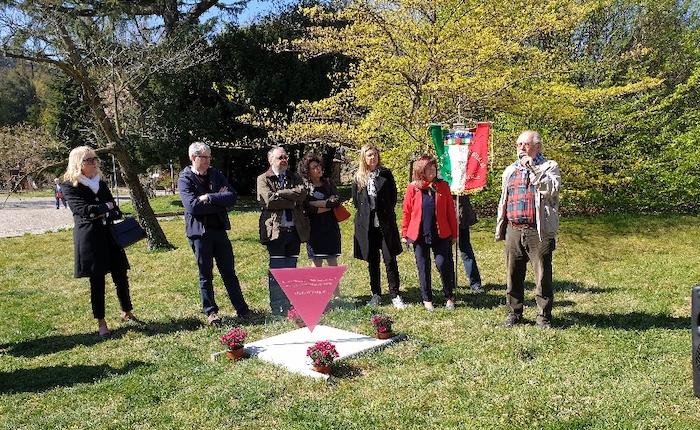 Varese, inaugurata la targa in memoria delle vittime omosessuali perseguitate dal nazifascismo