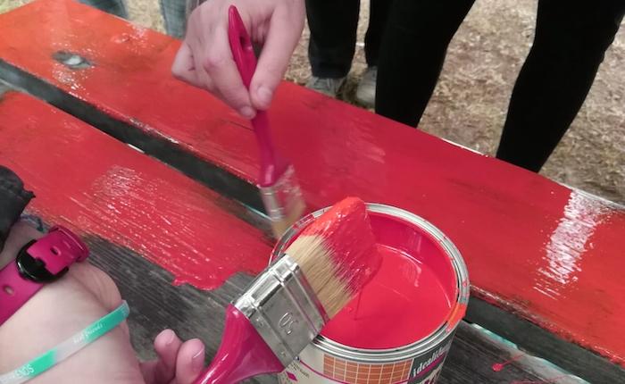 Germignaga, inaugurata al Boschetto la panchina rossa contro la violenza sulle donne