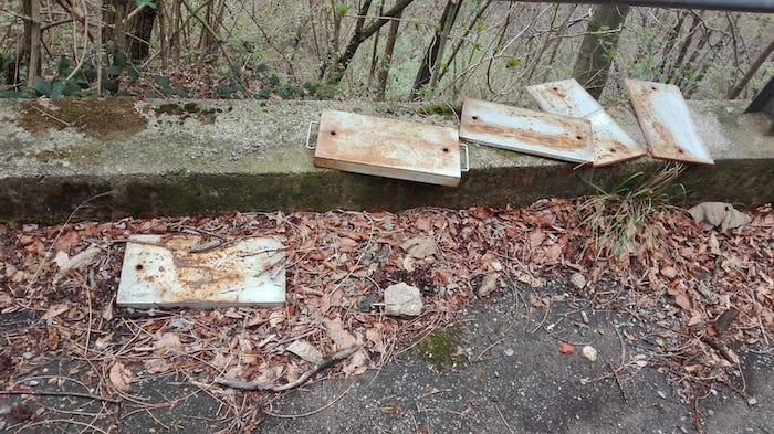Cremenaga, atti vandalici sulla strada verso Biviglione.