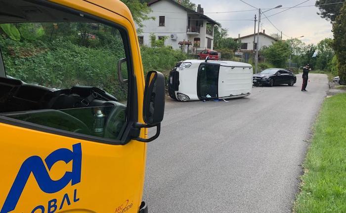 Incidente sulla provinciale ad Orino, si ribalta un furgone