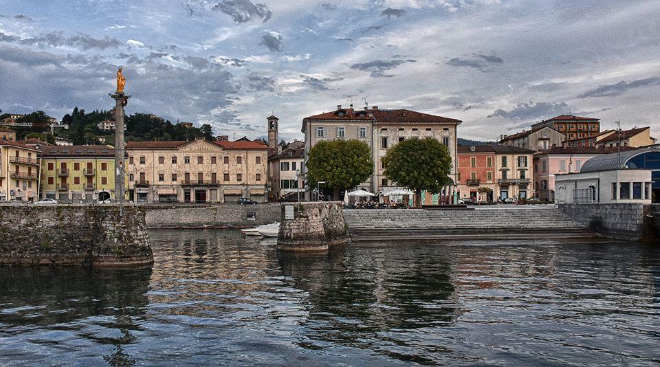 Il porto vecchio e l'imbarcadero di Luino visti dal lago, la foto è di Kiino Bernasconi
