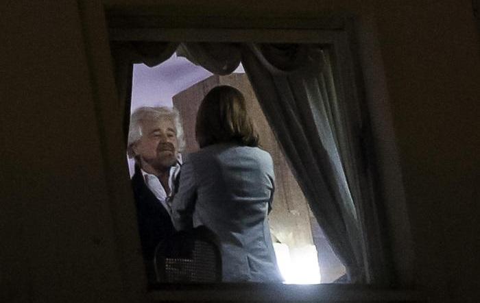 """Roma, dopo vertice M5S, lo stop dei consiglieri a Raggi: """"Senza simbolo non si va avanti"""""""