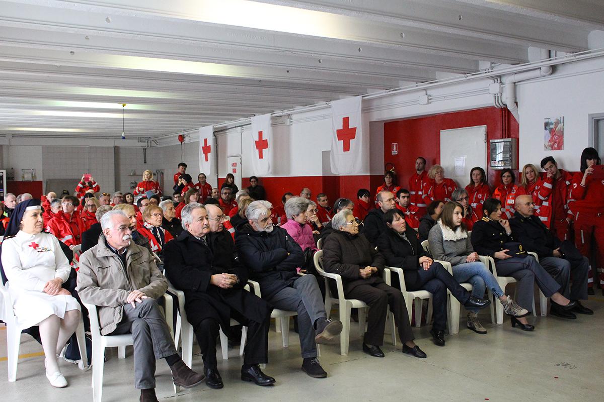 CRI Luino: inaugurata l'ambulanza dedicata a Ivano Gatta. Numerosi riconoscimenti ai volontari (Foto)