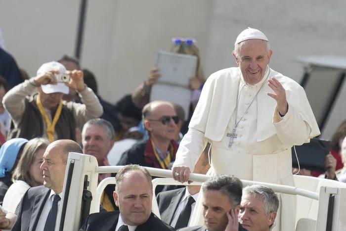 Un momento dell'udienza generale del mercoledì di Papa Francesco oggi a Piazza San Pietro (ANSA/ UFFICIO STAMPA OSSERVATORE ROMANO)