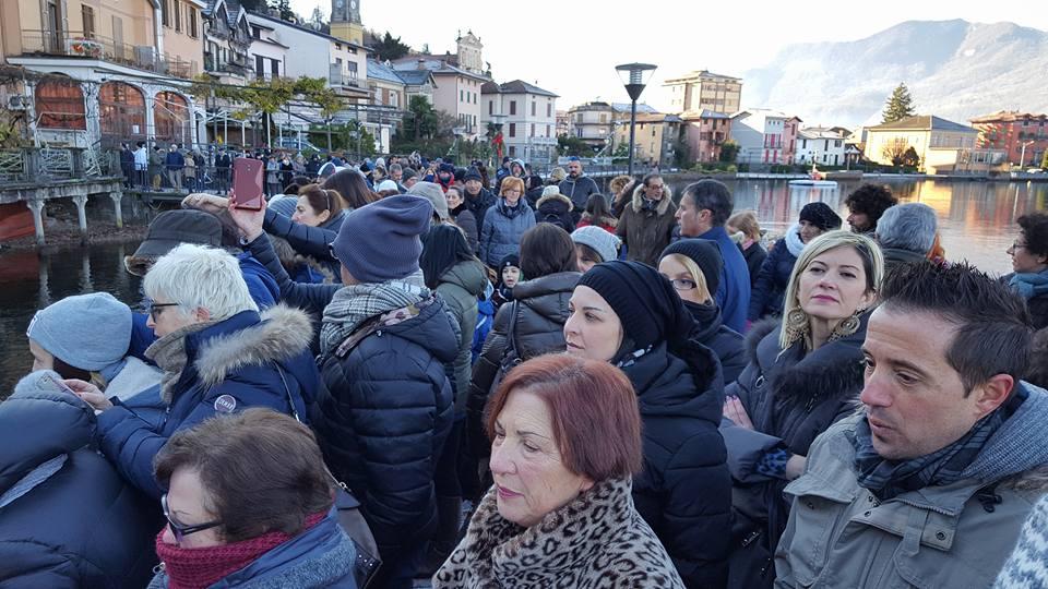Porto Ceresio, oggi la posa del presepe nelle acque del lago tra tradizione ed ecologi