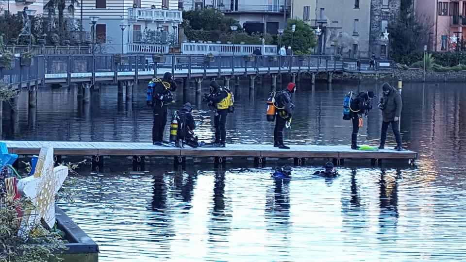 Porto Ceresio, oggi la posa del presepe nelle acque del lago tra tradizione ed ecologia
