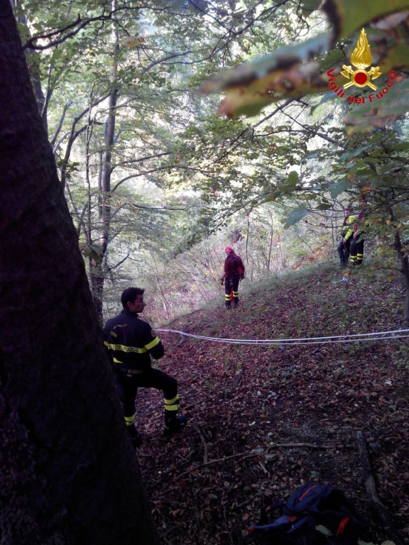 Cittiglio: cade in una scarpata per 20 metri, 57enne perde la vita