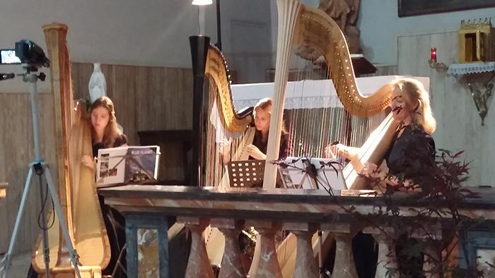 """Dumenza, una bella serata ieri con il trio d'arpe """"Blue Planet Ensemble"""""""