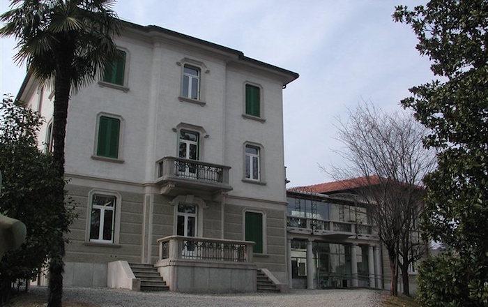 La Biblioteca di Villa Hussy a Luino (provincia.va.it)