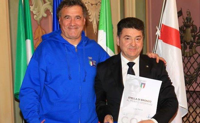 Stella di bronzo al merito sportivo per il presidente della Canottieri Luino Luigi Manzo (Foto © C. Cecchin – www.fotoline.org)