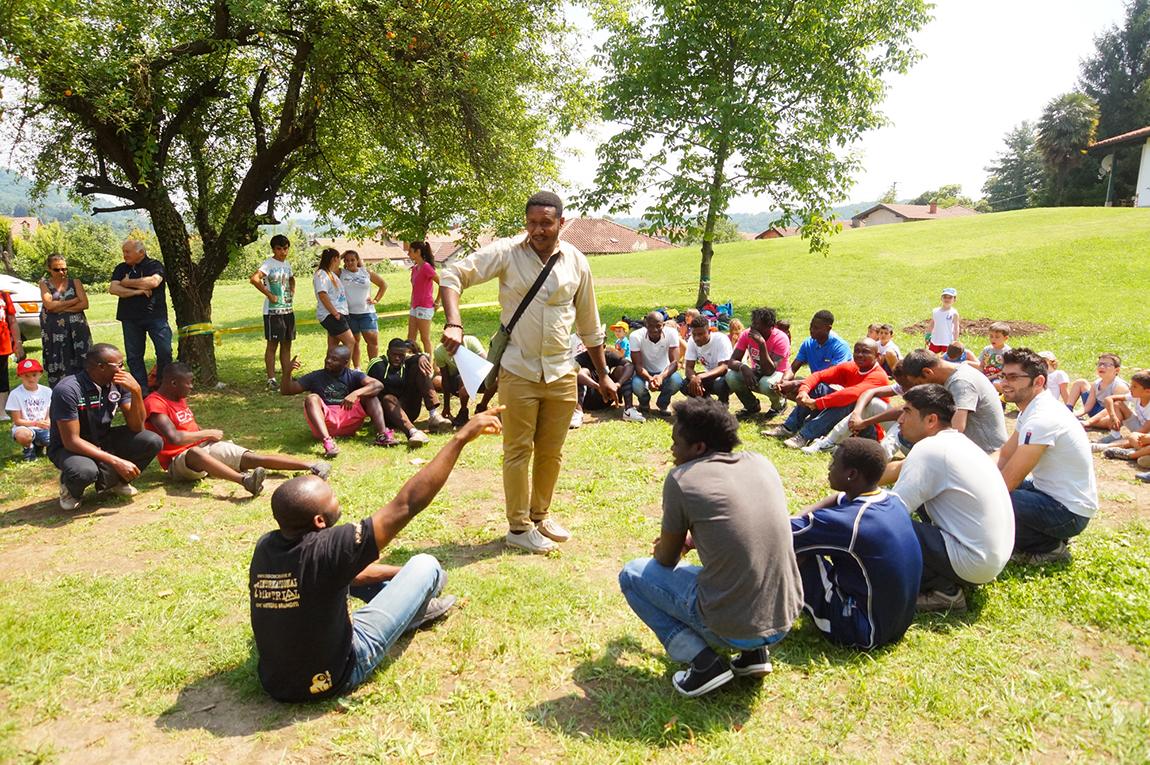"""""""Olimpiadi Migranti"""", profughi e bambini insieme tra sport e condivisione in quel di Caravate"""