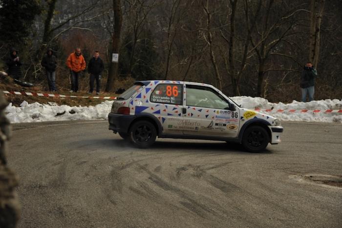 Spettacolo di casa al Rally dei Laghi, che celebrerà il compianto driver luinese Mauro Saredi