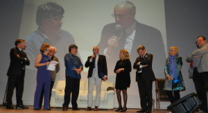 """L'intervento delle autorità e degli organizzatori durante la consegna del """"Premio Chiara"""" alla carriera a Luis Sepúlveda"""