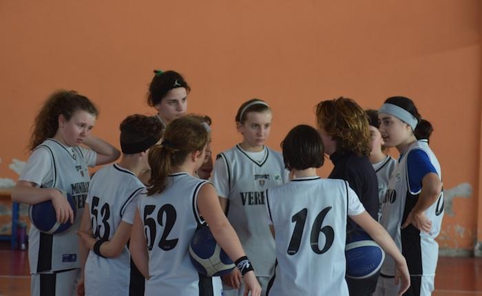 Luino, al via la fase regionale: grande vittoria per l'Under 13 Pink Basket Verbano su Villa Guardia