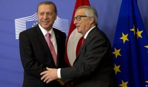 Il premier turco, Recep Tayyip Erdogan, e Jean-Claude Juncker (voanews.com)