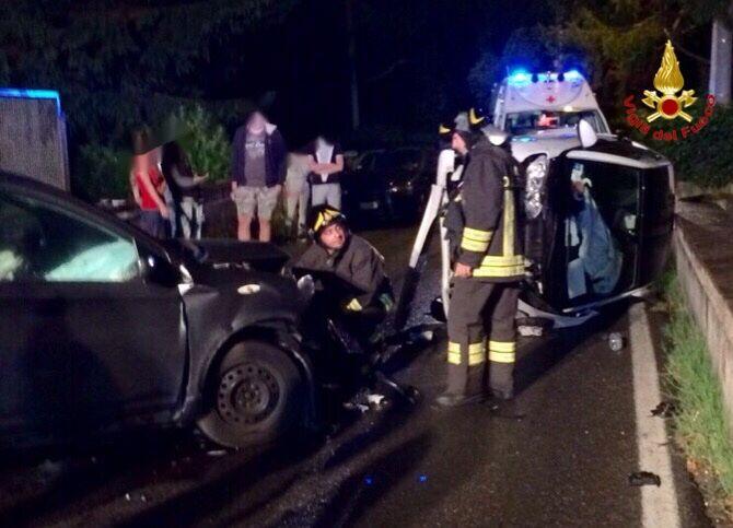 Castelveccana, incidente frontale tra due auto. I feriti trasportati in Ospedale