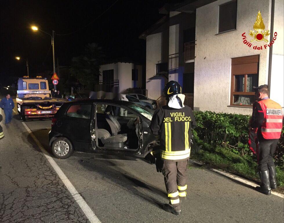 Mesenzana, auto finisce fuori strada sulla provinciale. Tre ragazzi in Ospedale