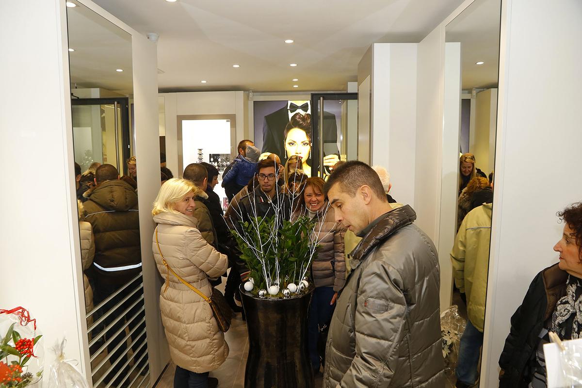 """Luino, le foto dell'inaugurazione del rinnovato negozio """"D'Errico Gioielli"""" (Foto © Francesco Marmino)"""