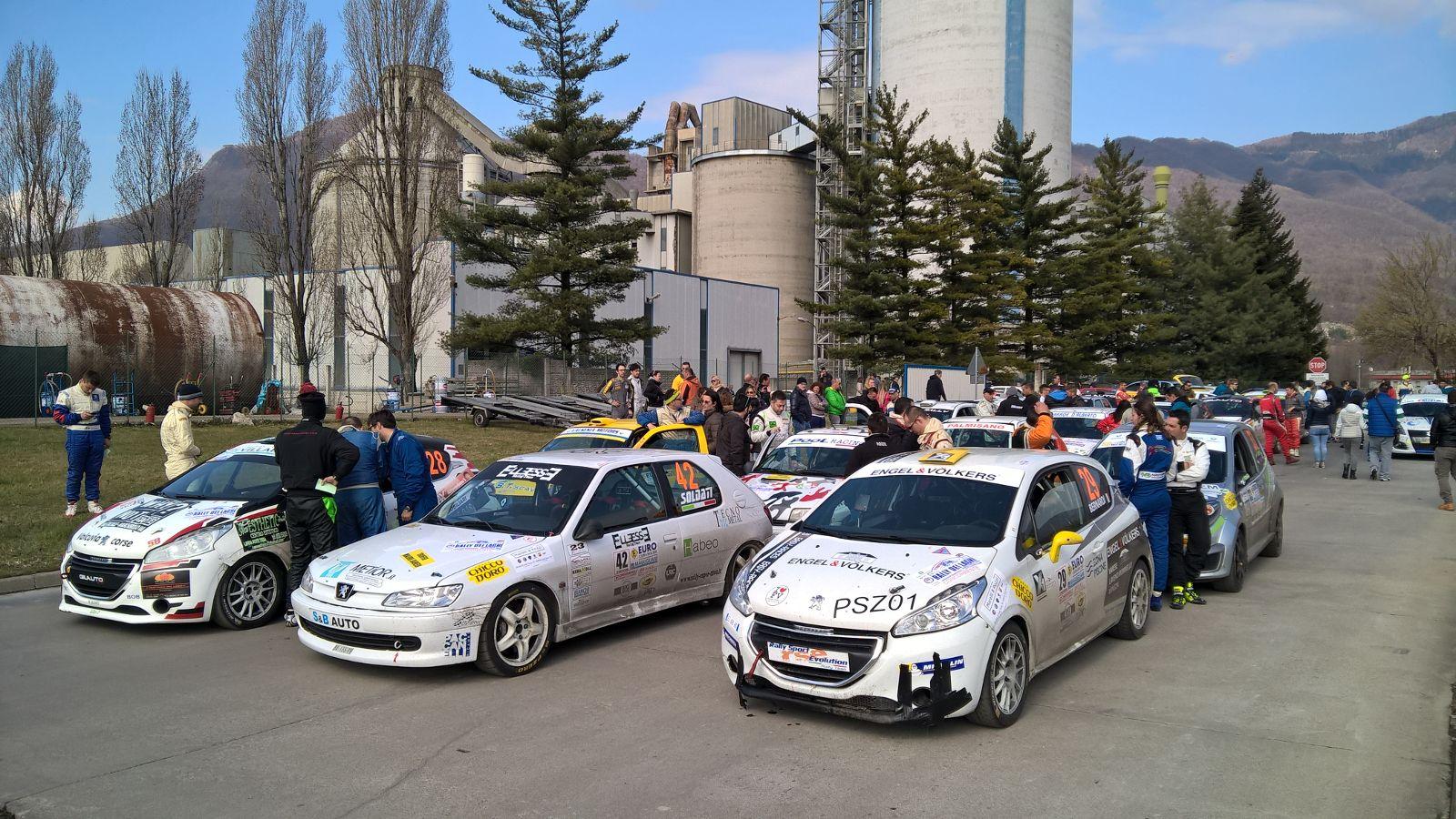 """Rally dei Laghi, oltre novanta equipaggi iscritti. In attesa del """"via"""" si elegge la Miss"""