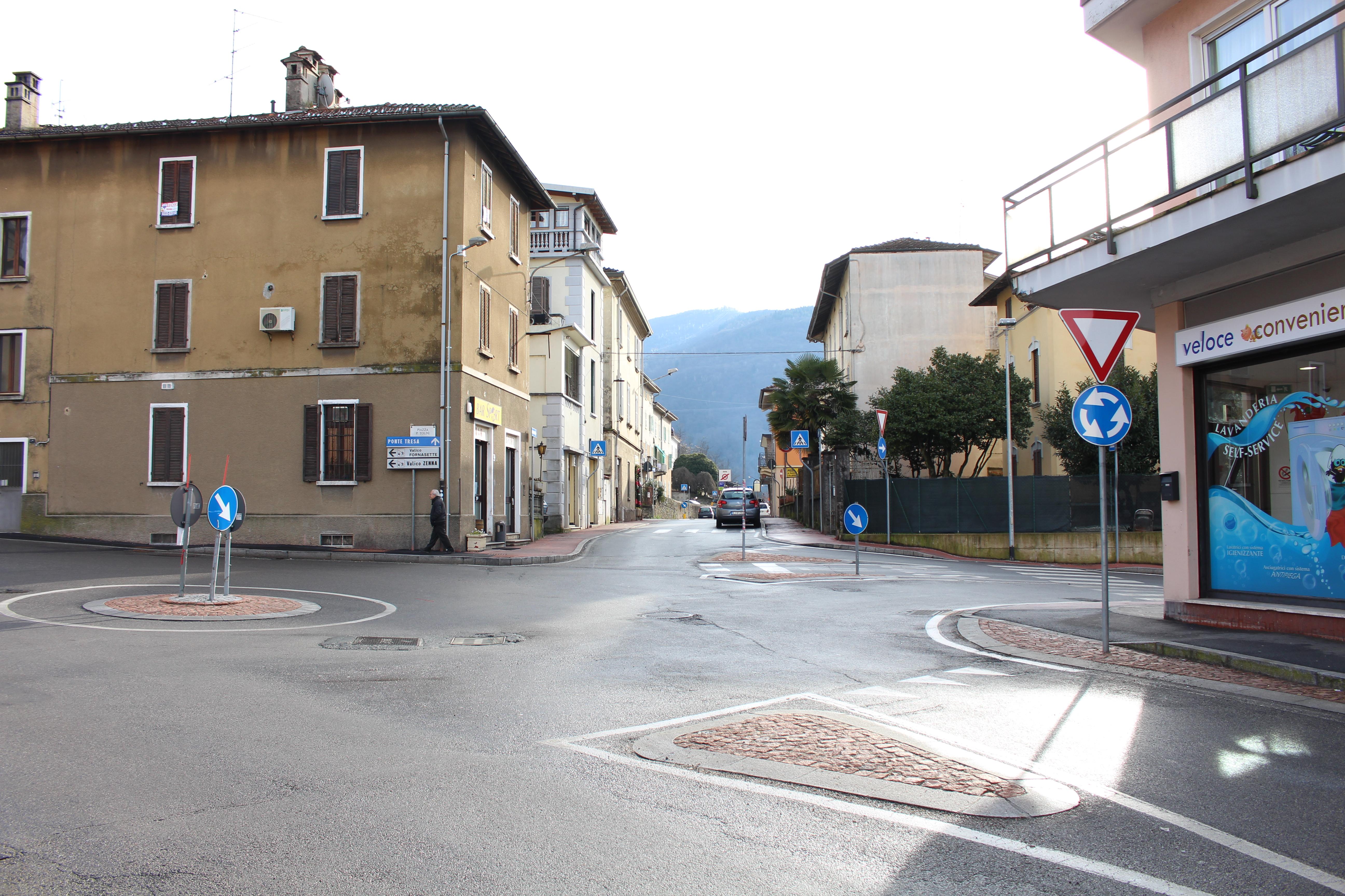 La rotonda tra Piazza Tolini e via Creva
