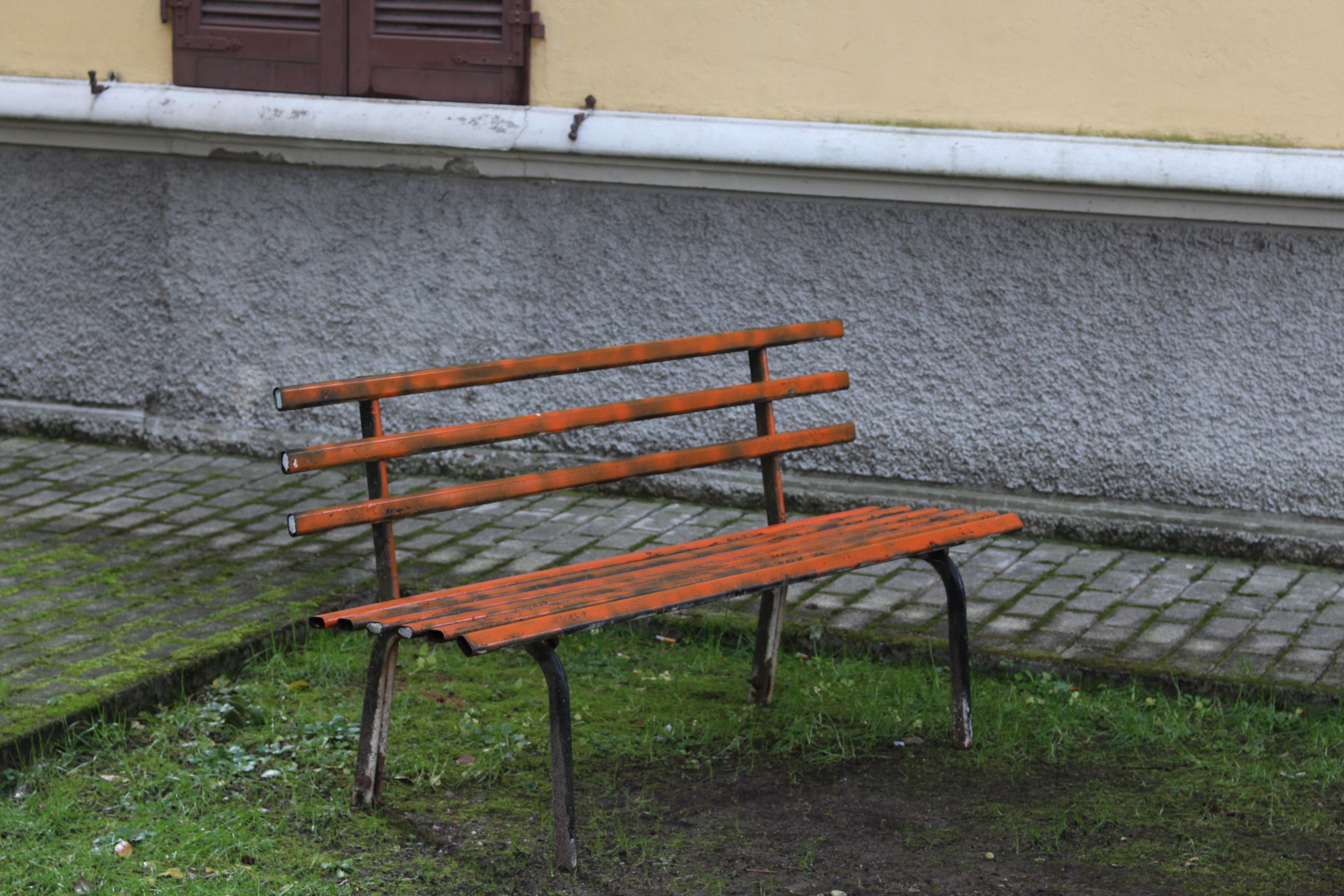 Una panchina nei pressi dell'ex parco-giochi a Creva