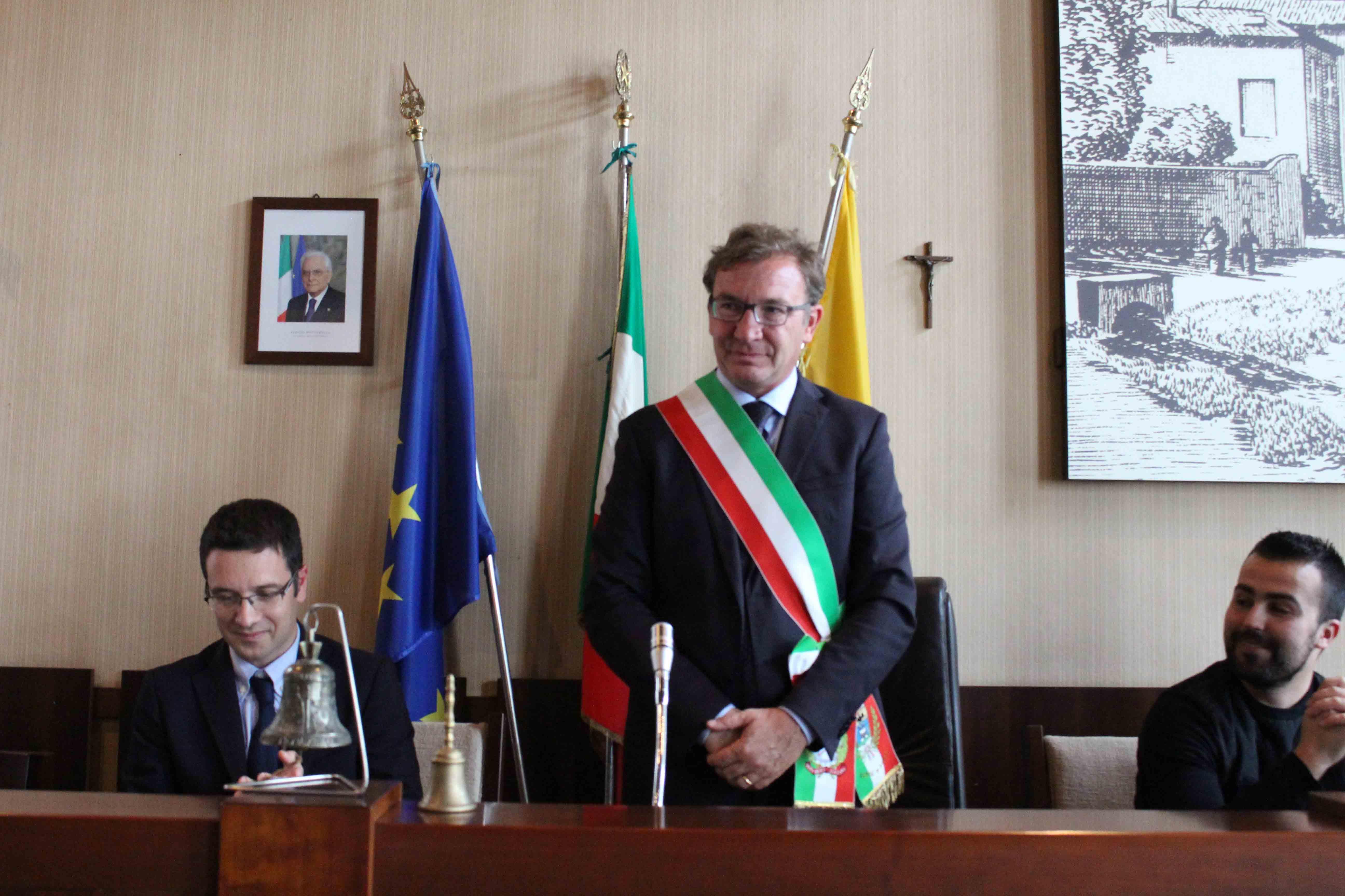 Il sindaco Andrea Pellicini con la fascia tricolore