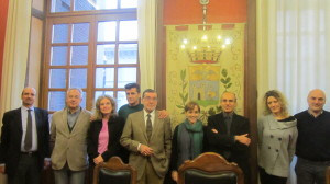 La foto di quest'oggi durante il passaggio di proprietà di Palazzo Verbania al Comune di Luino