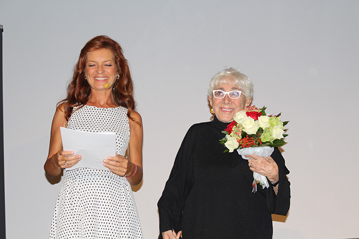 """Luino, consegnato oggi al Teatro Sociale il """"Premio Chiara"""" alla carriera a Lina Wertmüller. Grande l'umorismo della regista"""