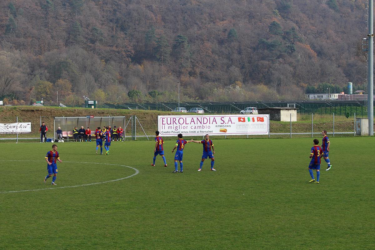 Calcio, un altro pareggio per il Luino-Maccagno contro Albizzate. E' l'arbitro il protagonista: 3 le espulsioni