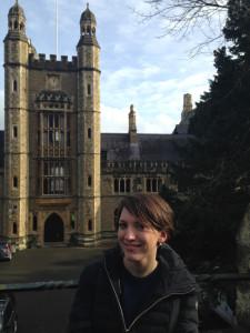 """""""Luinesi all'estero"""": Patrizia Dellea in Inghilterra è docente di Italiano e Francese al """"Malvern College"""""""