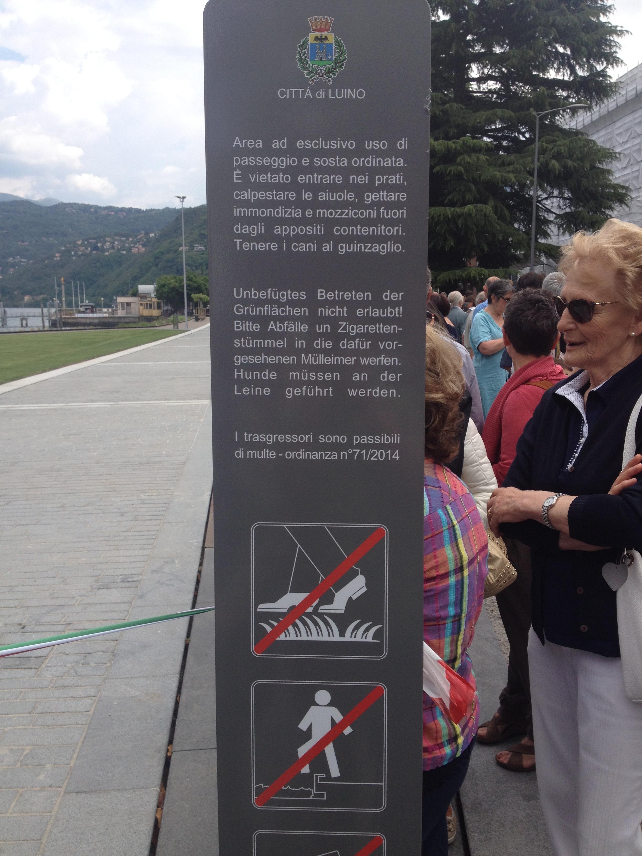 Il cartello che indica le regole dello spazio verde del