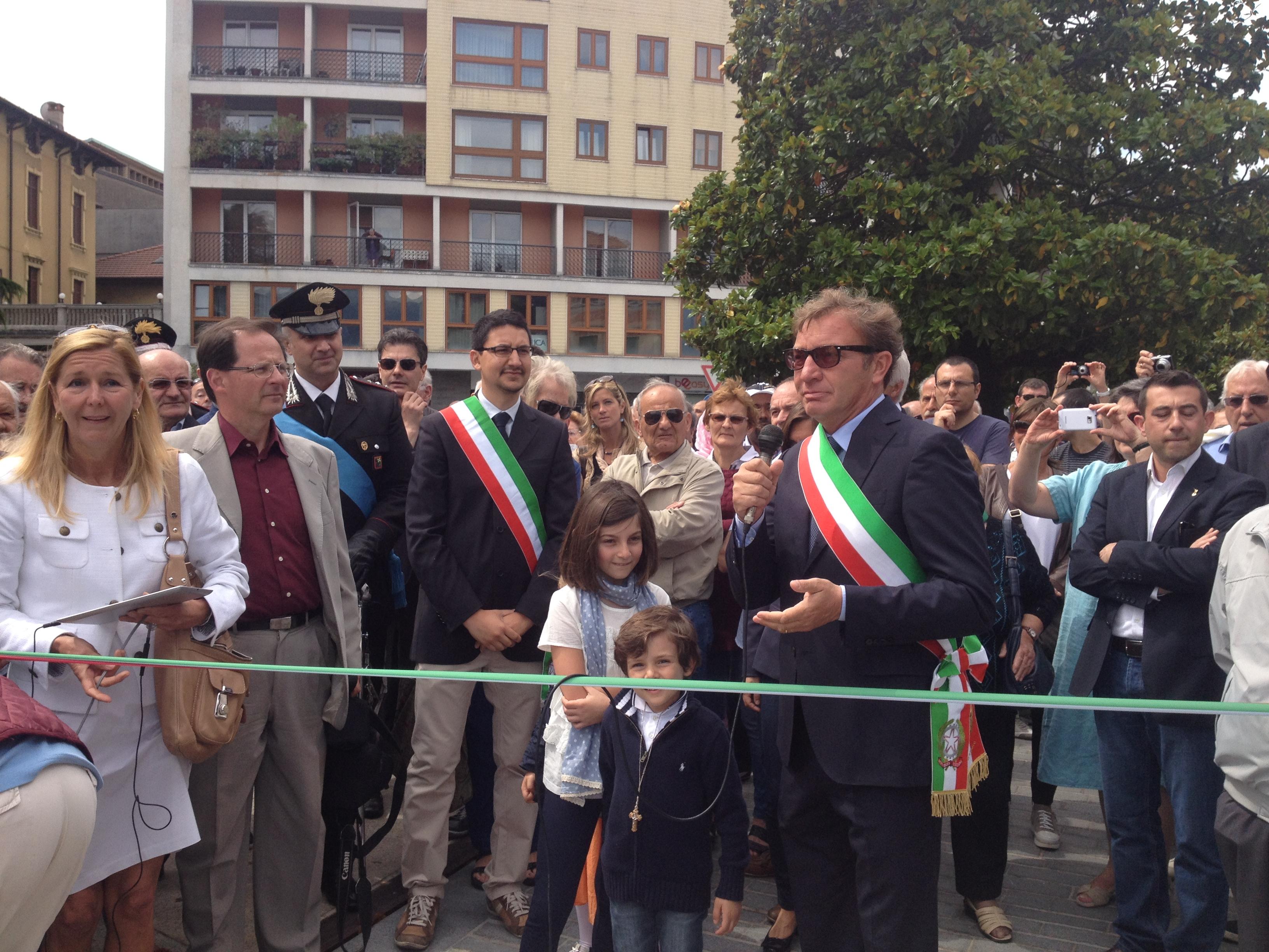 L'arrivo e l'intervento del sindaco di Luino, Andrea Pellicini. E' accompagnato dal neo-sindaco di Germignaga, Marco Fazio