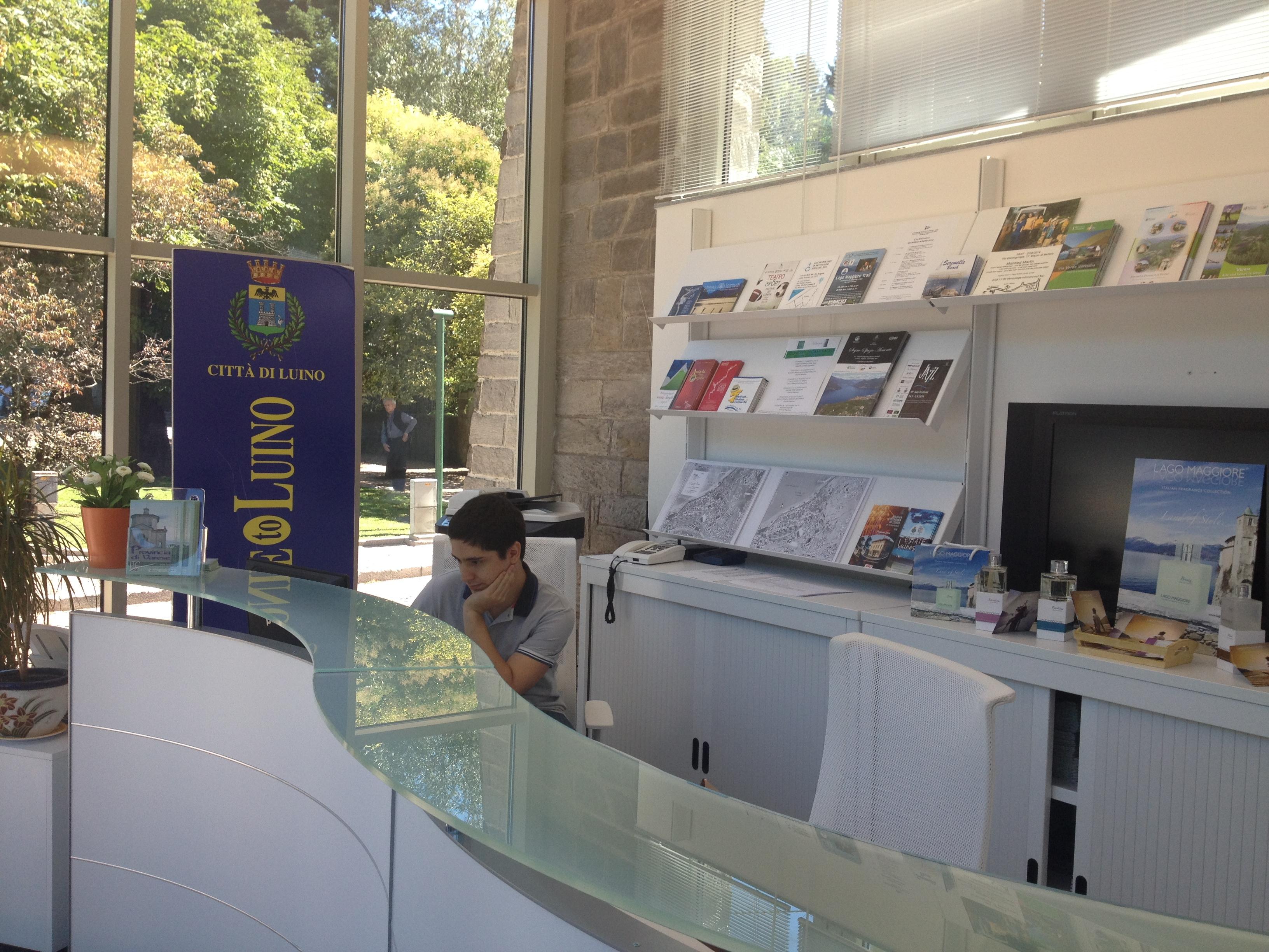 In Ufficio Turismo : Luino inaugurato questa mattina il nuovo ufficio turistico ecco