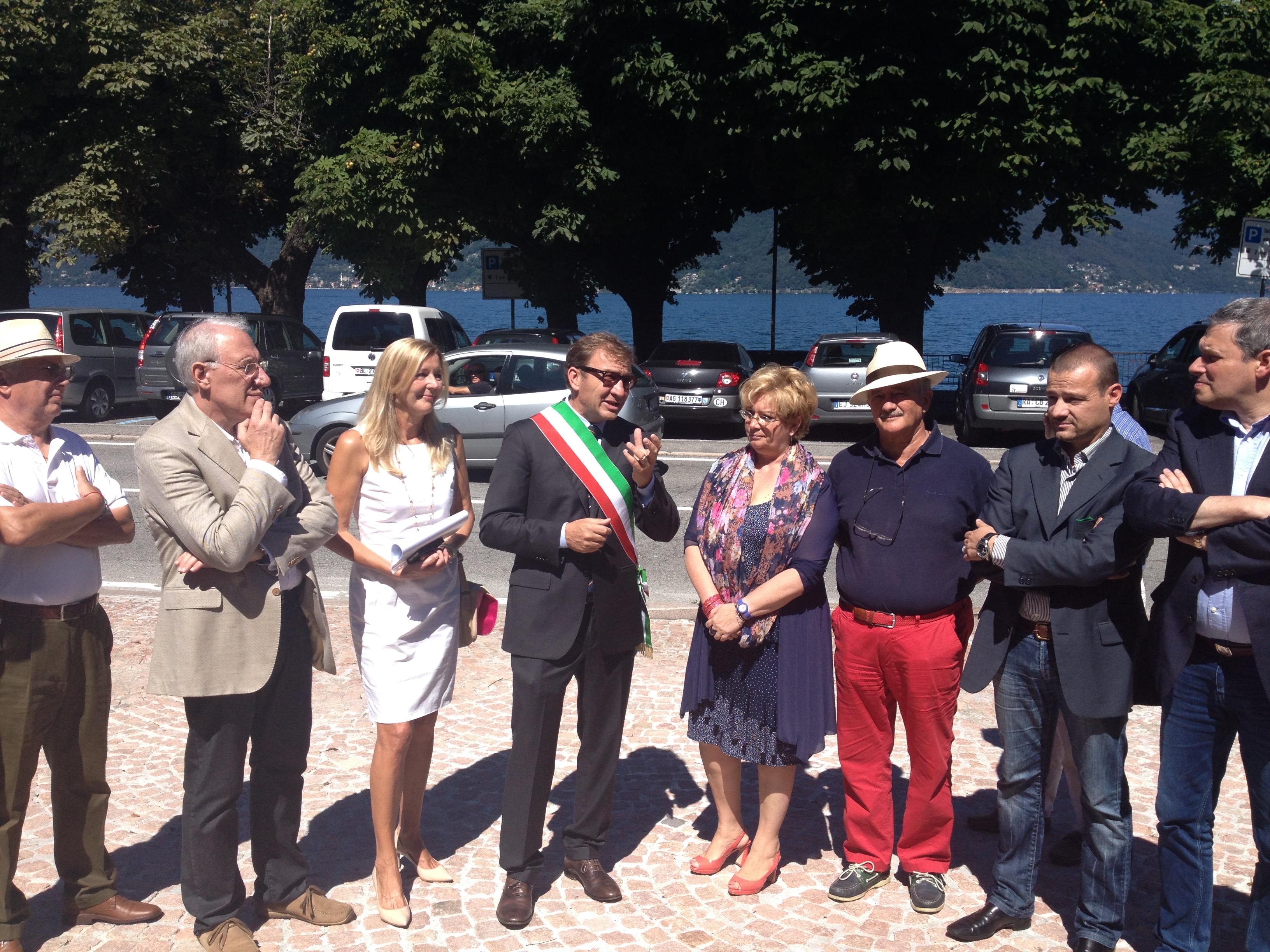 L'intervento del sindaco Pellicini durante l'inaugurazione dell'ufficio Iat di Luino