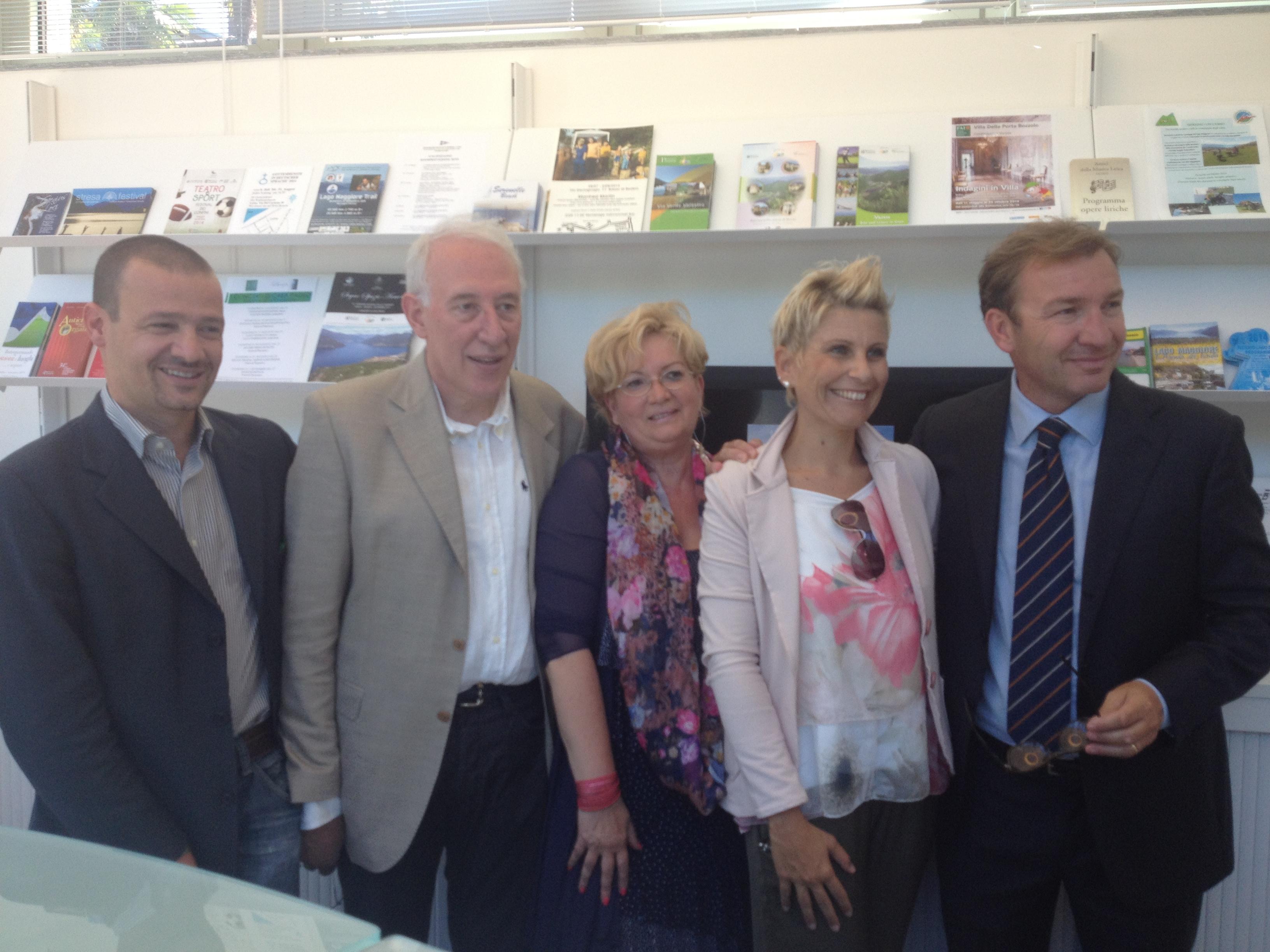 Le istituzioni locali presenti all'inaugurazione dell'ufficio Iat di Luino