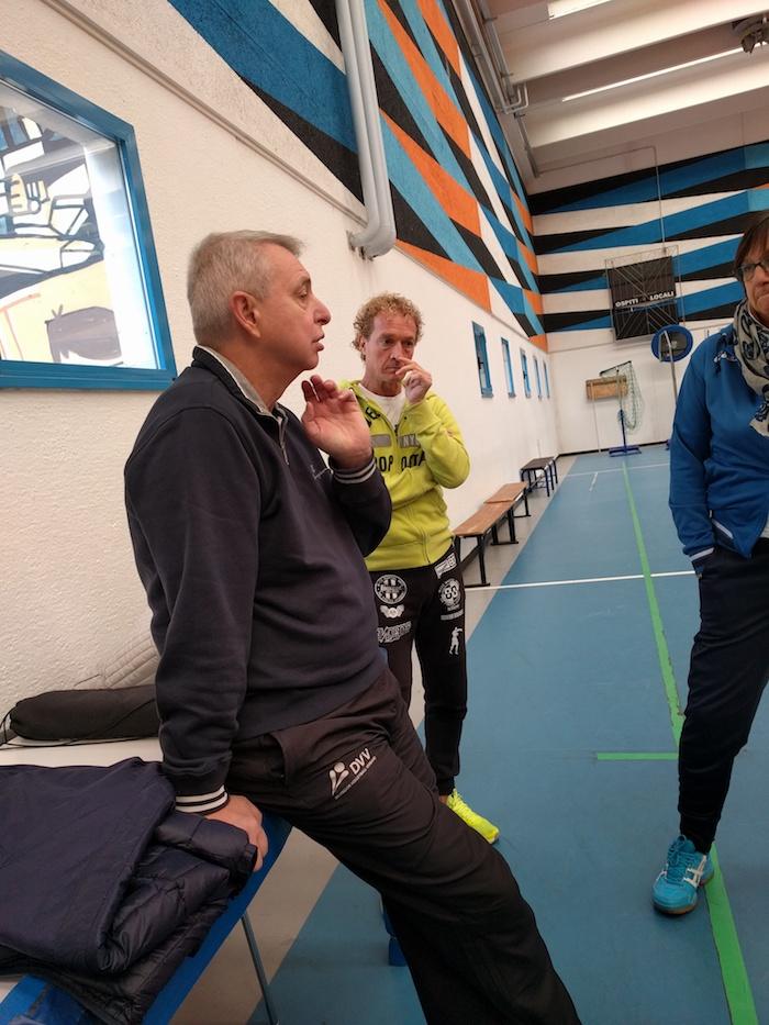 """Cuveglio, """"il Professore"""" Luciano Pedullà in visita alle ragazze della Blu Volley"""
