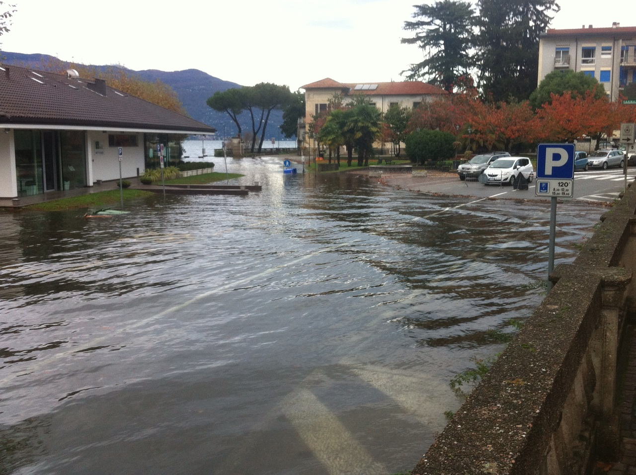 La situazione di questa mattina a Porto Valtravaglia (Foto © Alberto Ussia)