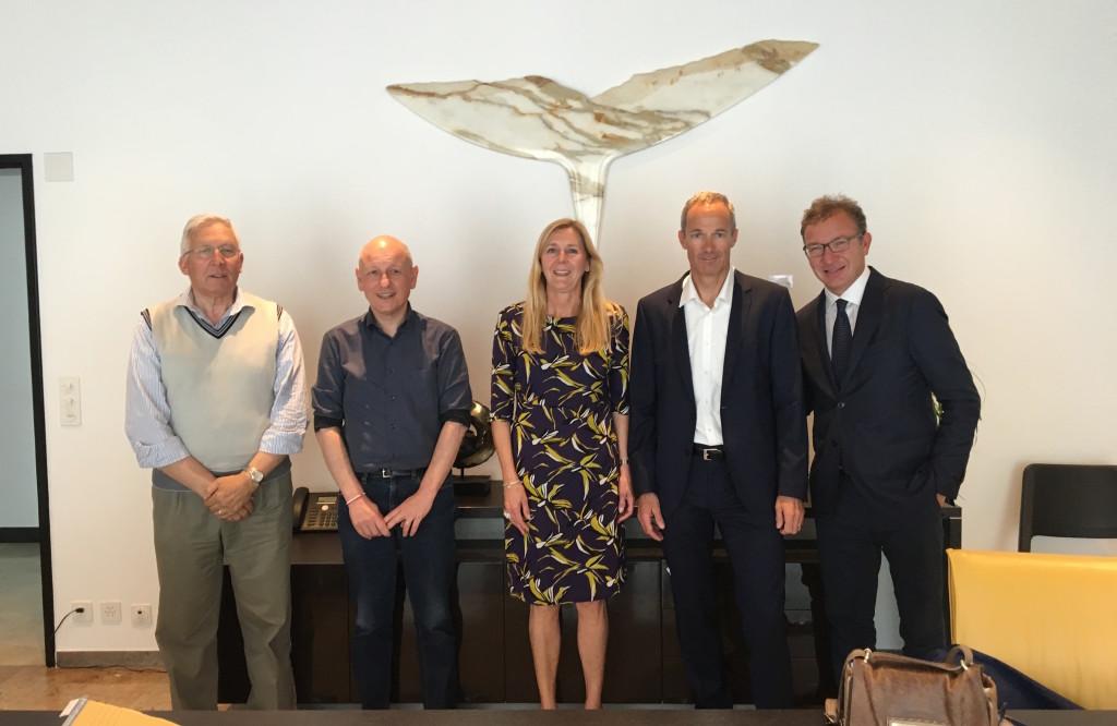 Da sinistra Ercole Ielmini, sindaco di Laveno Mombello, Fabio Passera, sindaco di Maccagno con Pino e Veddasca, Alessandra Miglio, assessore di Luino, Tiziano Ponti, sindaco di Gambarogno e Andrea Pellicini, sindaco di Luino.
