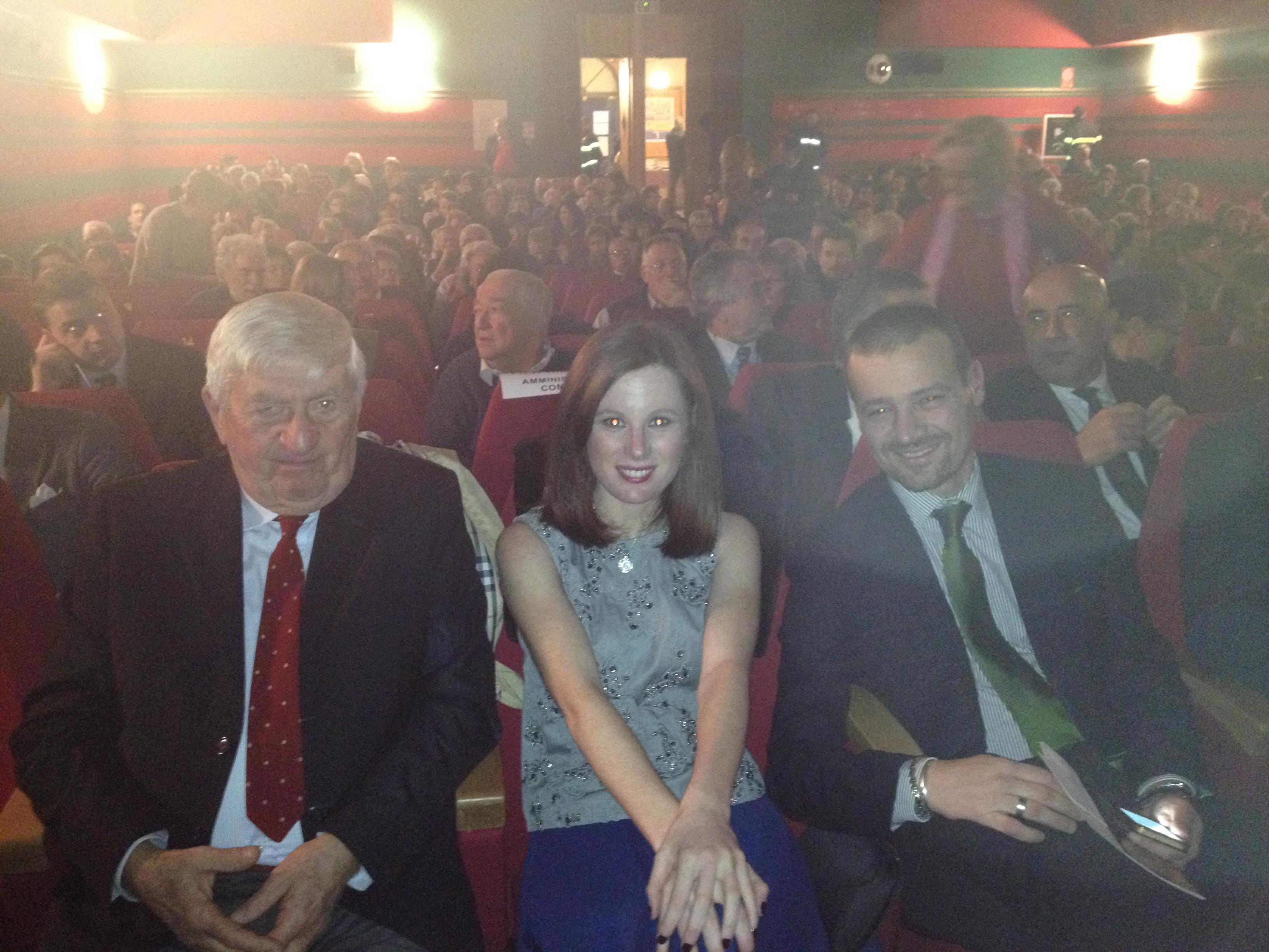 L'ex sindaco di Luino, Mentasti, insieme all'attrice Sarah Maestri e al Presidente del Consiglio Comunale, Alessandro Casali