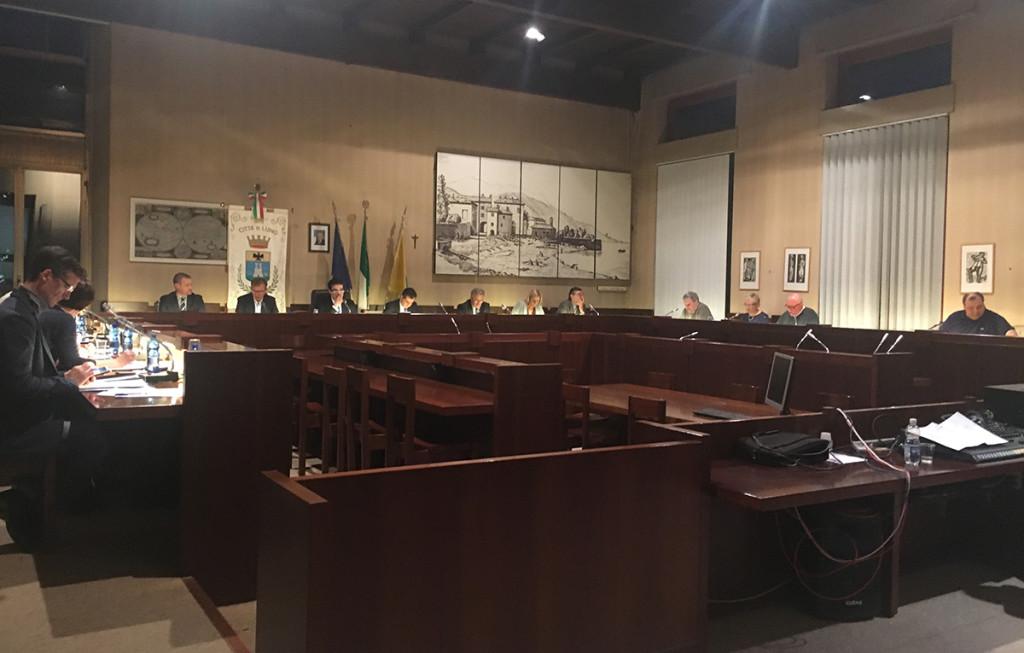 La seduta del consiglio comunale di Luino di ieri sera