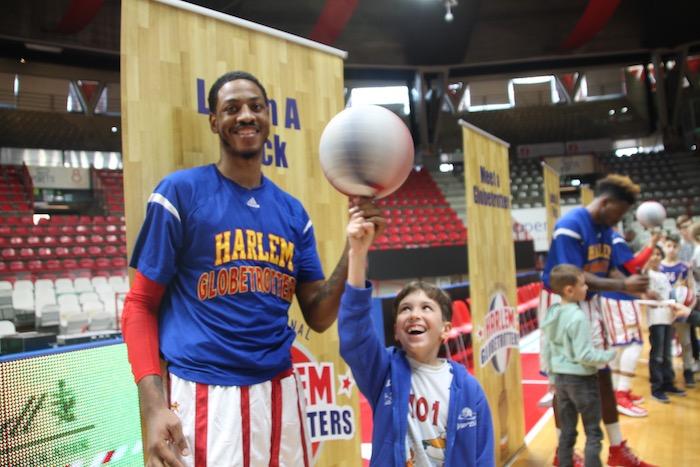 """I bambini del MBL entusiasti per l'esperienza con gli """"Harlem Globetrotters"""", domani la premiazione"""