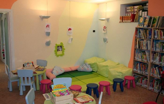 """Lavena Ponte Tresa: """"Una fiaba sotto l'albero"""" inaugura il nuovo spazio bimbi in Biblioteca"""