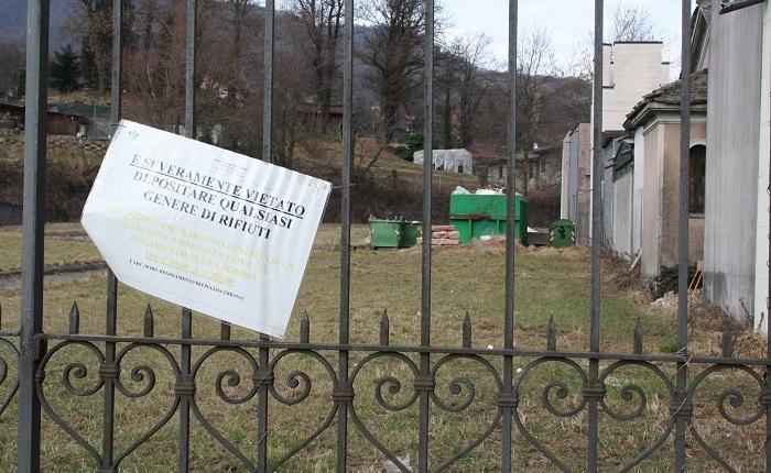 """Marchirolo, """"Troppi rifiuti nei pressi del cimitero, bisogna intervenire"""""""