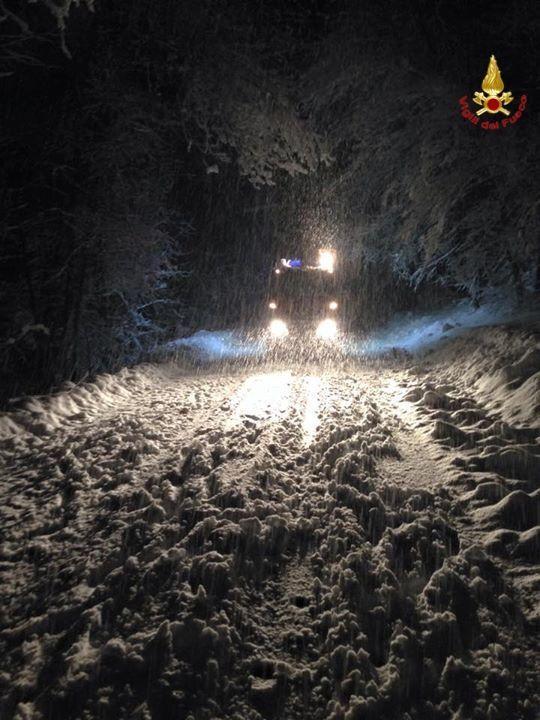 Neve abbondante sul luinese: si registrano solo alcuni disagi, grande il lavoro dei Vigili del Fuoco