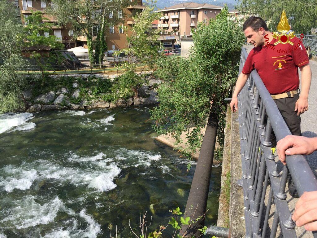 Germignaga: uomo cade in un fiume, tratto in salvo dai Vigili del Fuoco
