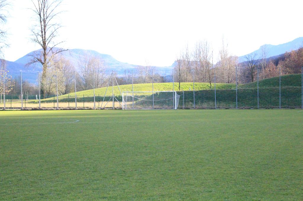 Il campo sportivo al Parco Margorabbia di Luino