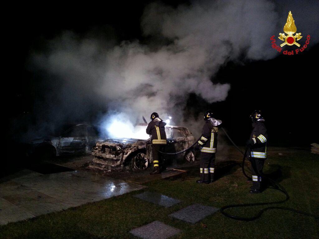Ancora tre auto in fiamme tra Luino e Cadegliano Viconago