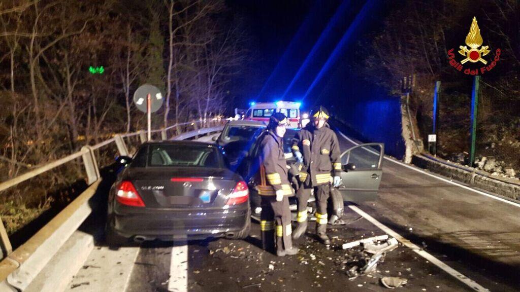 Induno Olona: incidente tra tre auto in Valganna, dieci le persone coinvolte