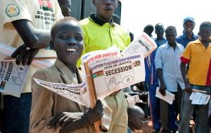 Una manifestazione durante la dichiarazione di indipendenza del Sudan del Sud (jrs.net)